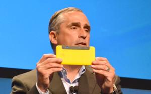 Компания Intel представила прототип смартфона c 3D камерой