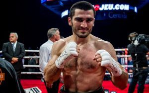 Бетербиев согласился провести бой с Ковалёвым в Москве