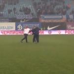 """Комментатор """"Динамо-ТВ""""объяснил, за что ударил болельщика"""
