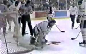 На матче КХЛ конёк чуть не перерезал горло хоккеисту