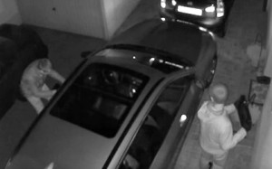 Хакеры научились угонять автомобили с помощью радио