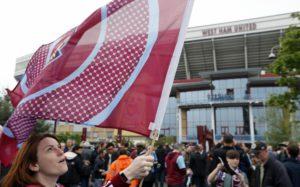 «Вест Хэм» намерен пожизненно запретить посещение матчей фанатам, атаковавшим автобус МЮ