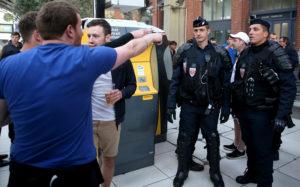 Двое российских и двое украинских болельщиков задержаны в Лилле