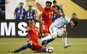 Сборная Чили выиграла Кубок Америки по футболу, переиграв аргентинцев в серии пенальти