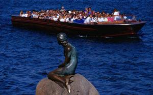 Туристов в Барселоне раздражают… туристы