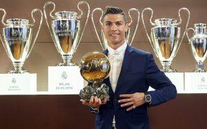 Роналду в четвертый раз выиграл «Золотой мяч»