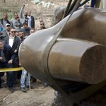 В Египте извлекли из земли обнаруженную в Каире статую Рамзеса II