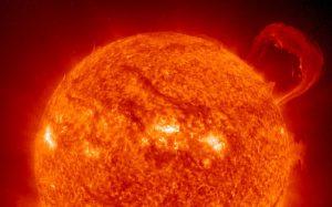На Земле началась необычная магнитная буря, вызванная корональной дырой на Солнце