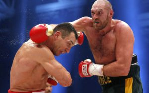 Дядя боксера избил его соперника прямо на ринге