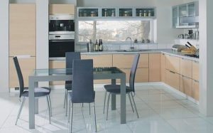 На уют в кухне влияют стулья