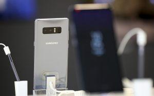 В Южной Корее Samsung и LG начали продажи флагманских смартфонов Galaxy Note 8 и V30