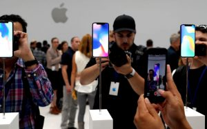 Провал Apple: iPhone X упрощают и сокращают