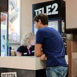 Tele2 в понедельник отменит плату за входящие звонки в поездках по России