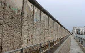 В Германии возведут копию Берлинской стены