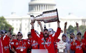 Хоккеисты «Вашингтона» повредили Кубок Стэнли во время празднования чемпионства
