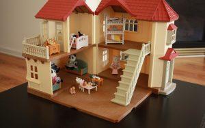 Кукольный домик от интернет-магазина babyvil.ru — долго не будет ломаться
