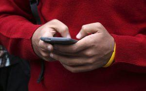 Косвенные меры: за что российские мобильные операторы платят США