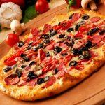 Как приготовить необычную пиццу с грибами и колбасой