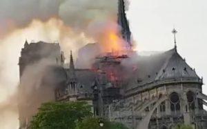 Названы возможные причины пожара в Соборе Парижской Богоматери в Париже