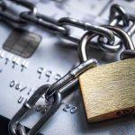 Отбитые мошенники: банки массово предупреждают об атаках на счета клиентов