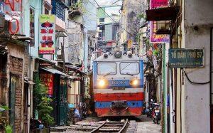 В Ханое власти сносят кофейни, расположенные на знаменитой улице