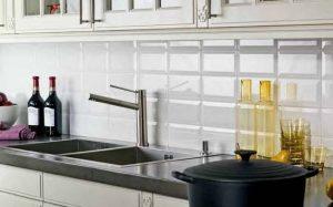 Материалы для кухонного фартука: плюсы и минусы