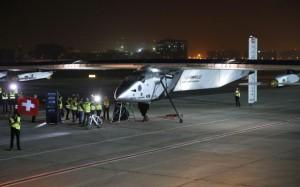 Самолет на солнечных батареяхотправился в кругосветное путешествие