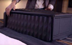 Новые чемоданы невозможно будет потерять
