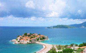 25 пляжей Черногории получили «Голубые флаги»