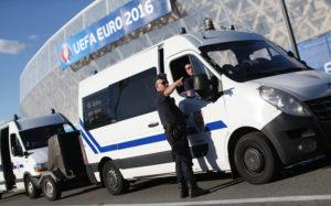 Глава МВД Франции заявил, что власти задержали более 1000 человек с начала ЧЕ-2016