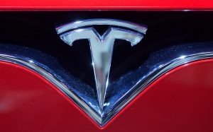 Tesla для разработки автопилота наймет одного из самых опытных программистов Apple