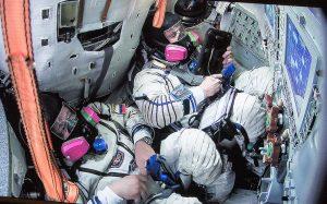 Ученые: космический полет действует на организм как болезнь