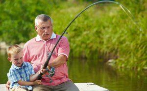 Бабушки и дедушки станут чаще оформлять декретные отпуска