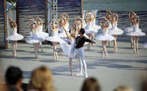 Московский областной театр «Русский балет» дал знаменитую постановку под открытым небом