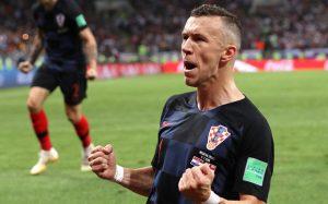 Хорватские футболисты исполнили победную песню