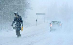На Военно-Грузинской дороге туристы застряли из-за снегопада