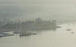 Курорты Эгейского побережья в Турции затянуты дымом из-за лесных пожаров