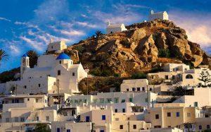 Греция оказалась самой востребованной у путешественников, кому меньше 40