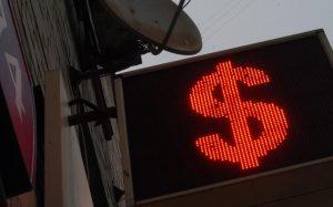Ожидаемая волатильность рубля достигла минимума с августа 2008 года