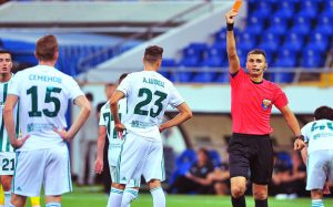 Арбитр РПЛ рассказал о мате в играх и нападении футболиста после матча
