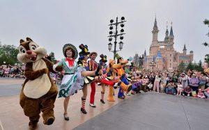 В Китай возвращается большой туризм. Диснейленд в Шанхае возобновляет работу