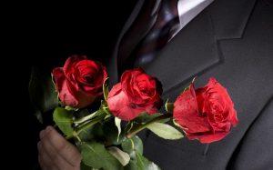 Почему девушкам часто дарят розы?