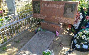 Семейные памятники на могилу в Москве и Московской области