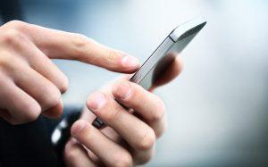 Врач предупредила об опасности синего экрана смартфона
