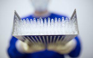 Производство третьей российской вакцины от COVID-19 начнется до конца года