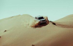 Абу-Даби предлагает посетителям увлекательные приключения по пересеченной местности