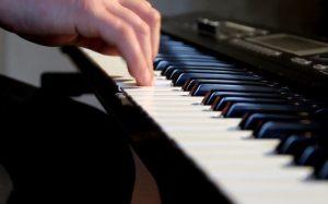 Какой выбрать музыкальный инструмент: синтезатор, гитару  и цифровое пианино
