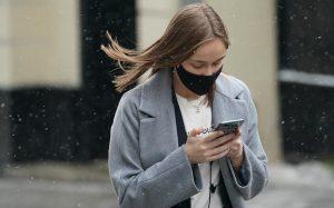 Пользователи в масках смогут разблокировать iPhone через Face ID