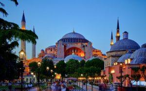 Эксперт рассказал о компенсациях туристам за аннулированные туры в Турцию