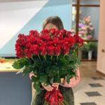 Покорите сердце любимой стильным подарком с доставкой цветов в Полтаве в ее дом